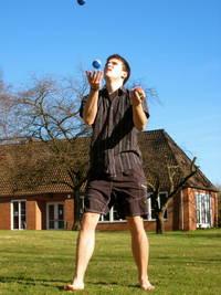 Jonglieren mit Aufmerksamkeiten - Wichtige Fähigkeit als JugendCoach